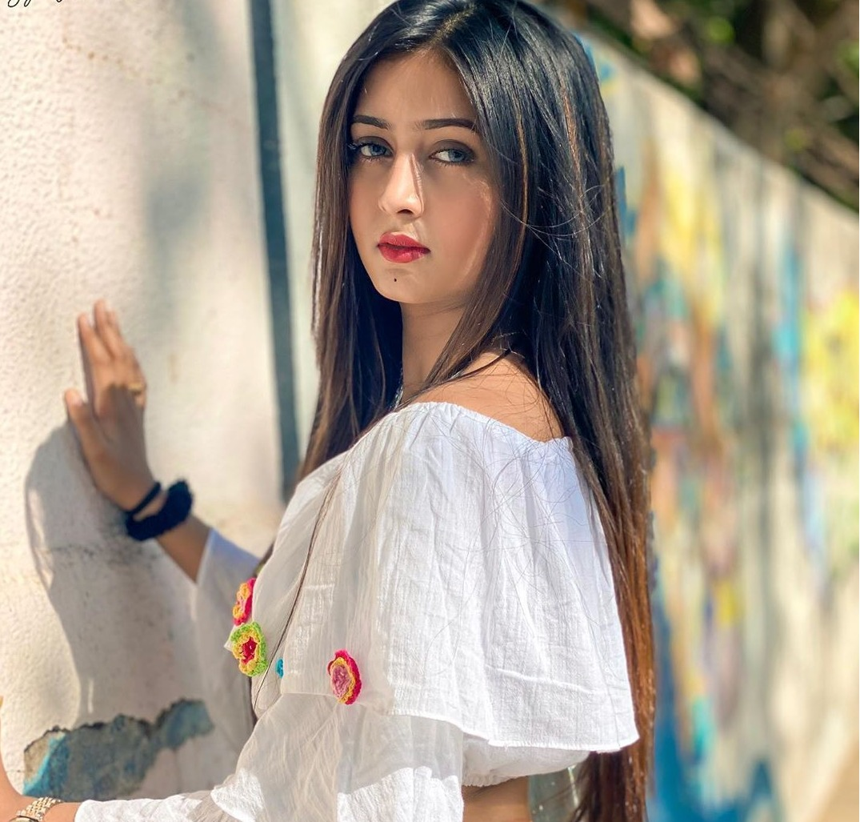 Sana Khan Wiki-Biography-Age-Weight-Height-Profile Info